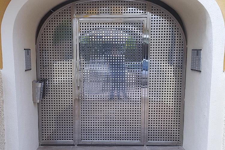 Puerta de Acero Propiedad Privada